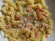 Fisch : Räucherlachs in Vermouth-Fischfonds-Soße und Dill auf Nudelgericht - Rezept