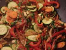 Asia-Gemüse süss-sauer mit Erdnüssen - Rezept