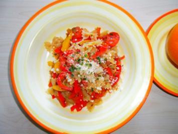 Paprika-Farfalle mit Speck und Cherrytomaten - Rezept