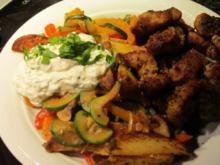 Gemüsepfanne mit Schmand-Dip und Kotelettstreifen - Rezept