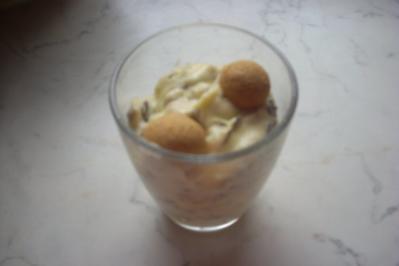 Vanillecreme mit Amarettini und Schokoraspeln - Rezept