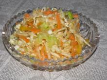 Salat: Chinakohl-Salat mit Gemüserohkost - Rezept
