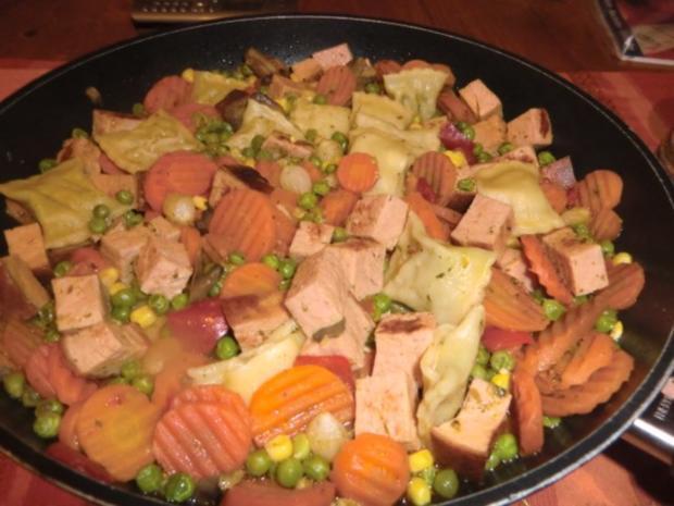 Fleischkäse-Gemüsepfanne mit Maultaschen - Rezept - Bild Nr. 3