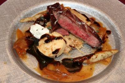 Porterhouse-Steak vom Grill mit Gmies und nussigen Bubespitzle auf Ponzosoße - Rezept