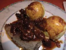 Sauerbraten in einer Kirschsoße mit Semmelknödeln - Rezept