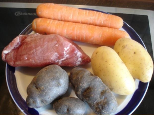 Überbackenes Schweinefilet mit Möhrenblütengemüse und zweierlei Kartoffelstampf - Rezept - Bild Nr. 2