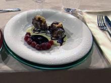 Teignocken mit Vanillesauce à la Henssler - Rezept