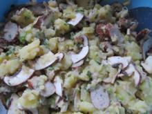 Rostbratwurst-Kartoffel-Salat mit Champignons - Rezept