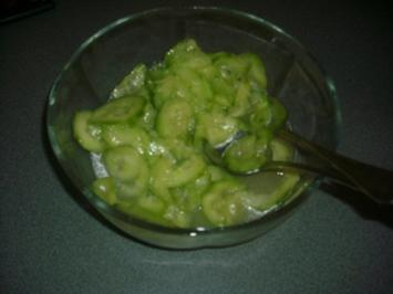 Gurkensalat (alla Mama) - Rezept