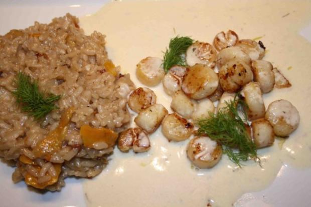 Kammuscheln auf Tonka-Rieslingschaum und Kürbisrisotto mit Vanille-Berberitzen - Rezept