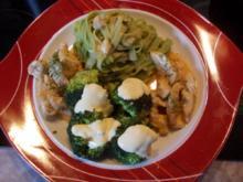 Putengeschnezeltes mit grünen Nudeln und  Broccoli mit Hollandaise - Rezept