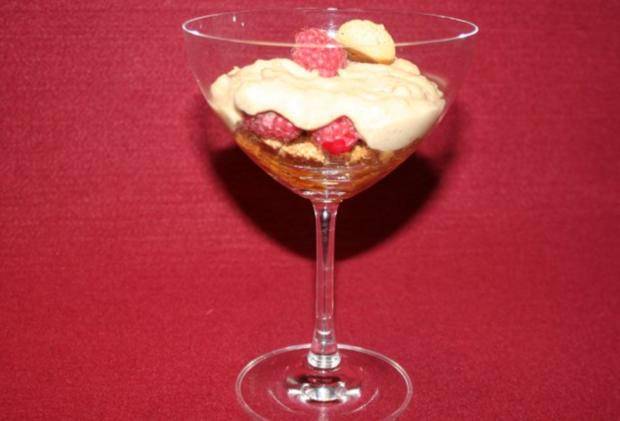 Grappamousse mit Amarettini - Rezept