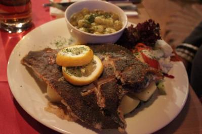 Fisch: Scholle gebraten mit heißen Stachelbeeren und Salzkartoffeln - Rezept