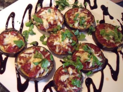 Auberginenscheiben mit Tomatensauce und Parmesan überbacken; Vorspeise oder Antipasti - Rezept