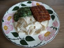 Fleischlos : Räuchertofu mit Fenchel-Rahm-Spinat an Dinkelnudeln - Rezept