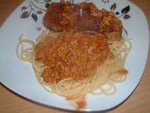 Scharf paniertes Schweinefilet an Spagetti mit Bolognesersauce - Rezept