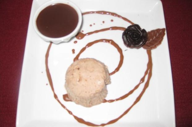 Mandel-Nougatparfait in dunkler Schokolade - Rezept