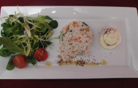 Joghurtforellen-Terrine mit Salat - Rezept
