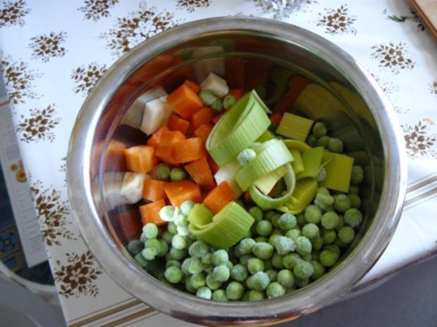 Frühlinssuppe mit Nudeln und Gemüse - Rezept - Bild Nr. 6