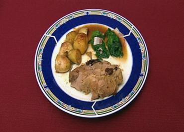 Schweinebraten im Römertopf mit Rosmarinkartoffeln und  gedämpftem Lattich (Vincent Raven) - Rezept