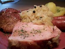 Kasseler mit süßen Sauerkraut, Salzkartoffeln und Mettenden....... - Rezept