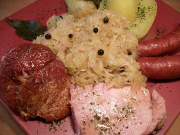 Kasseler mit süßen Sauerkraut, Salzkartoffeln und Mettenden....... - Rezept - Bild Nr. 2