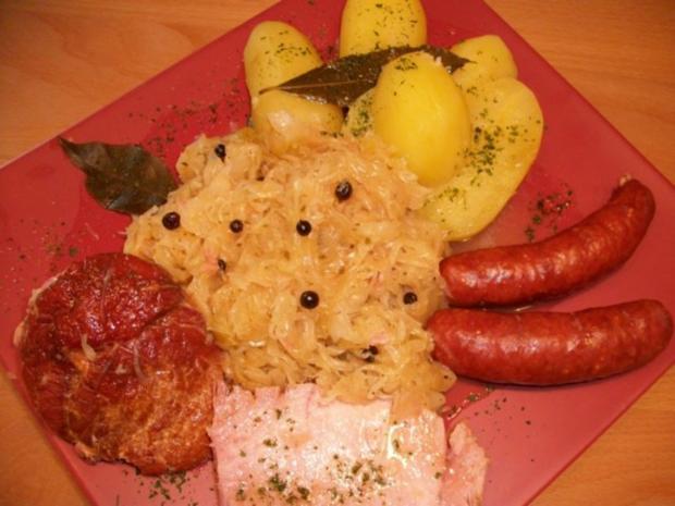 Kasseler mit süßen Sauerkraut, Salzkartoffeln und Mettenden....... - Rezept - Bild Nr. 4