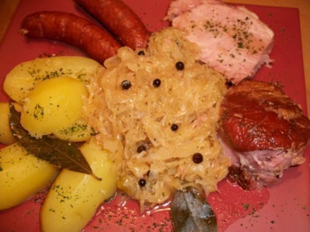 Kasseler mit süßen Sauerkraut, Salzkartoffeln und Mettenden....... - Rezept - Bild Nr. 5