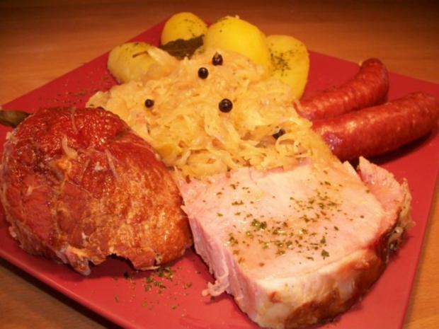 Kasseler mit süßen Sauerkraut, Salzkartoffeln und Mettenden....... - Rezept - Bild Nr. 6