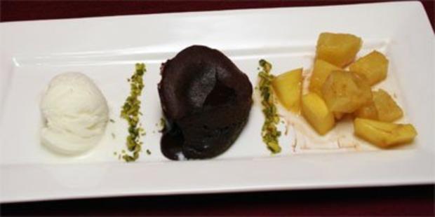 Warmer Schokoladenkuchen mit Zitroneneis - Rezept