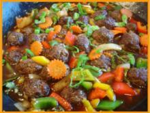 Fleischbällchen in Gemüse süß-sauer - Rezept