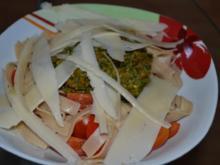 Vollkornpasta mit Pesto und Parmesan - Rezept