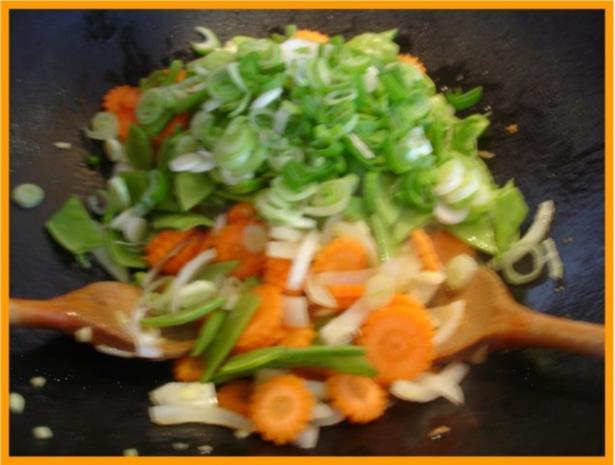 Nudeln mit Schweinefleisch und Gemüse in Pflaumensauce - Rezept - Bild Nr. 15
