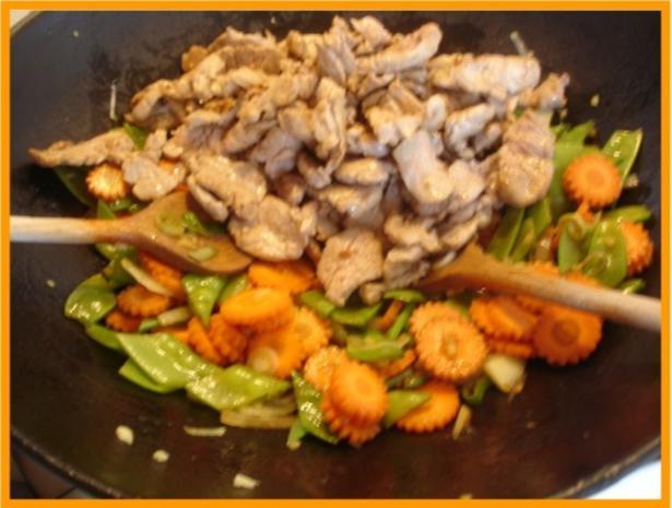 Nudeln mit Schweinefleisch und Gemüse in Pflaumensauce - Rezept - Bild Nr. 18