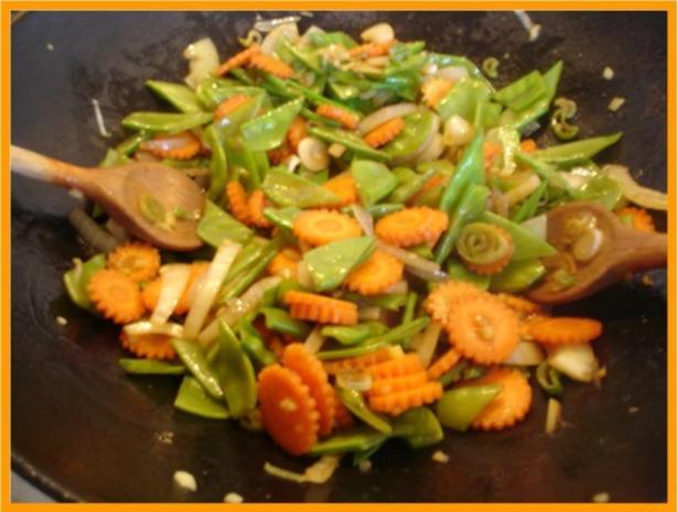Nudeln mit Schweinefleisch und Gemüse in Pflaumensauce - Rezept - Bild Nr. 17