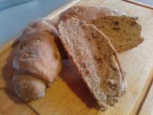 Baguette-Broetchen dunkel mit Haselnuessen - Rezept