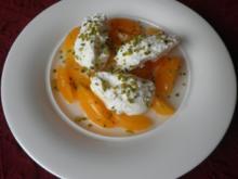 Quarknocken auf beschwipsten Aprikosen - Rezept