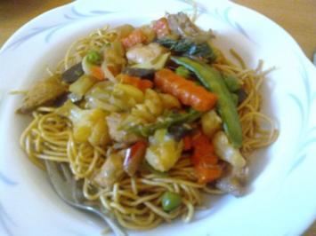 Chinesische Nudeln mit GEmüse und Hähnchen - Rezept