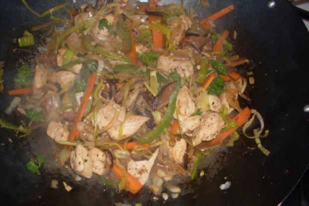 """Huhn """"Asiatisch"""" mit Gemüsestreifen auf Mie-Nudeln - Rezept - Bild Nr. 7"""