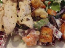 Blattsalat mit Tofu und Hähnchenstreifen - Rezept