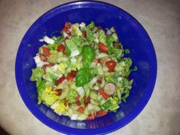 Rezept: Gemüse-Salat mit Radischen, Balsamico-Essig, Knoblauch  + Kräutern