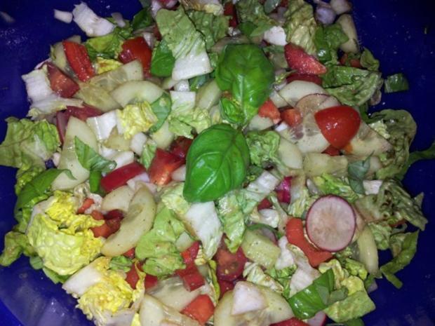 Gemüse-Salat mit Radischen, Balsamico-Essig, Knoblauch  + Kräutern - Rezept - Bild Nr. 12