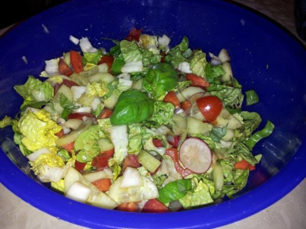 Gemüse-Salat mit Radischen, Balsamico-Essig, Knoblauch  + Kräutern - Rezept - Bild Nr. 10