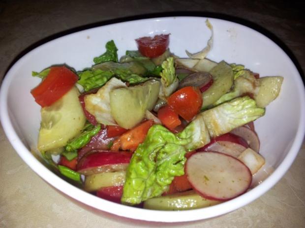 Gemüse-Salat mit Radischen, Balsamico-Essig, Knoblauch  + Kräutern - Rezept - Bild Nr. 13