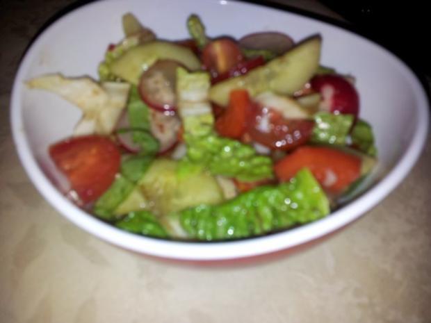 Gemüse-Salat mit Radischen, Balsamico-Essig, Knoblauch  + Kräutern - Rezept - Bild Nr. 8