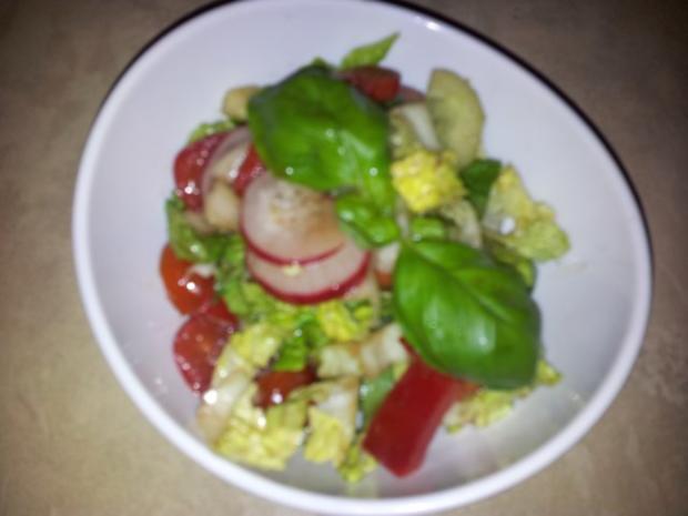 Gemüse-Salat mit Radischen, Balsamico-Essig, Knoblauch  + Kräutern - Rezept - Bild Nr. 6
