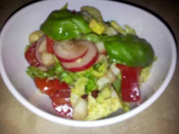 Gemüse-Salat mit Radischen, Balsamico-Essig, Knoblauch  + Kräutern - Rezept - Bild Nr. 4