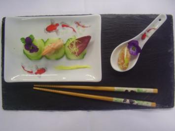 Riesengarnele auf Gartengurken-Carpacchio mit Salatbouquett - Rezept