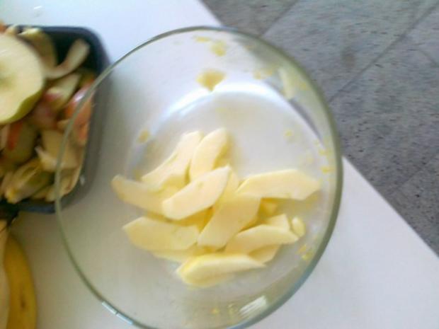 Hefe – Apfel – Blechkuchen mit eingelegten Rosinen ( 24 Monate ) - Rezept - Bild Nr. 4