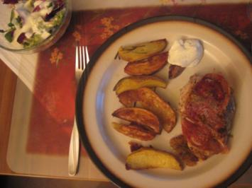 Schnitzel Serano,Rosmarinkartoffeln,SourCreme - Rezept